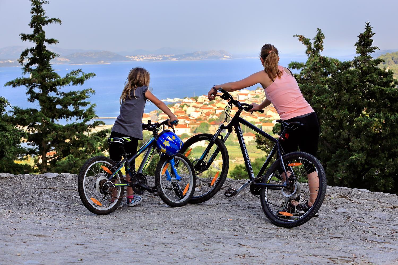 Archipelago Tours - Krka Experience Private Tour photo couple of tourists with bikes